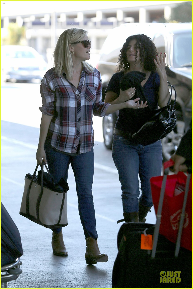 reese witherspoon plaid lax departure after workout 162953835