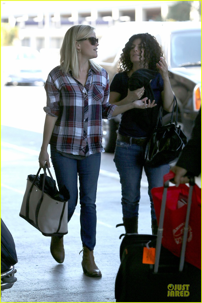 reese witherspoon plaid lax departure after workout 172953836