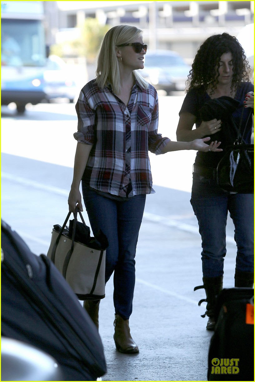reese witherspoon plaid lax departure after workout 182953837