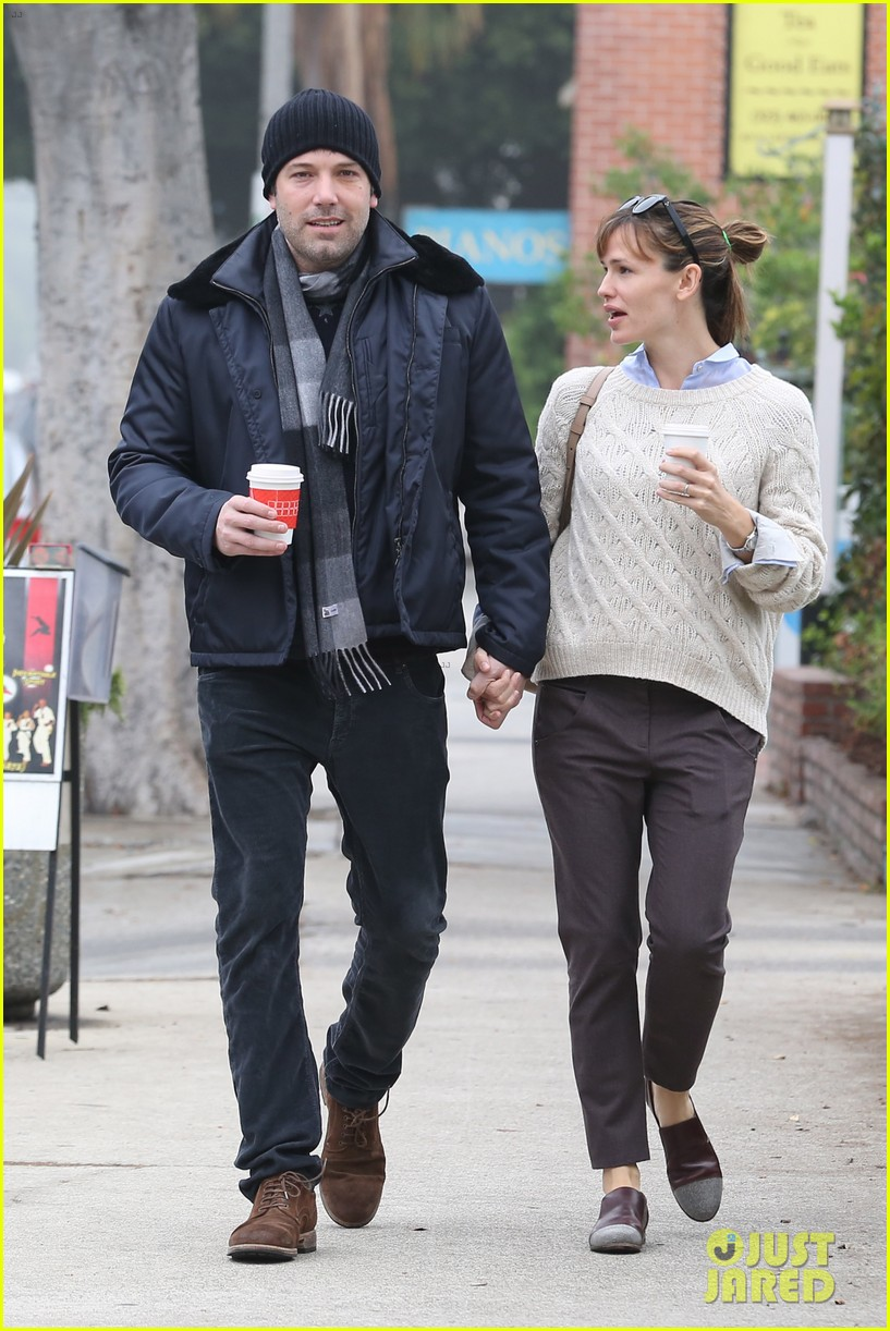 ben affleck jennifer garner hold hands for coffee run 042981380