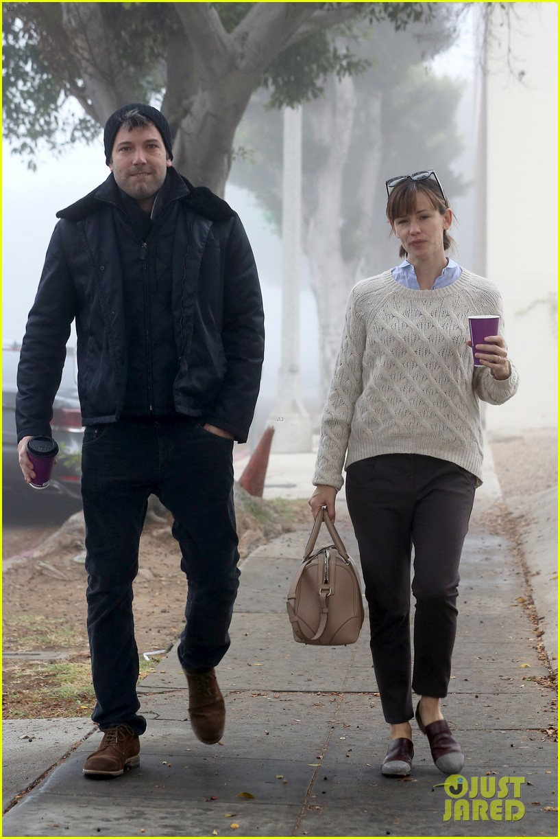 ben affleck jennifer garner hold hands for coffee run 062981382