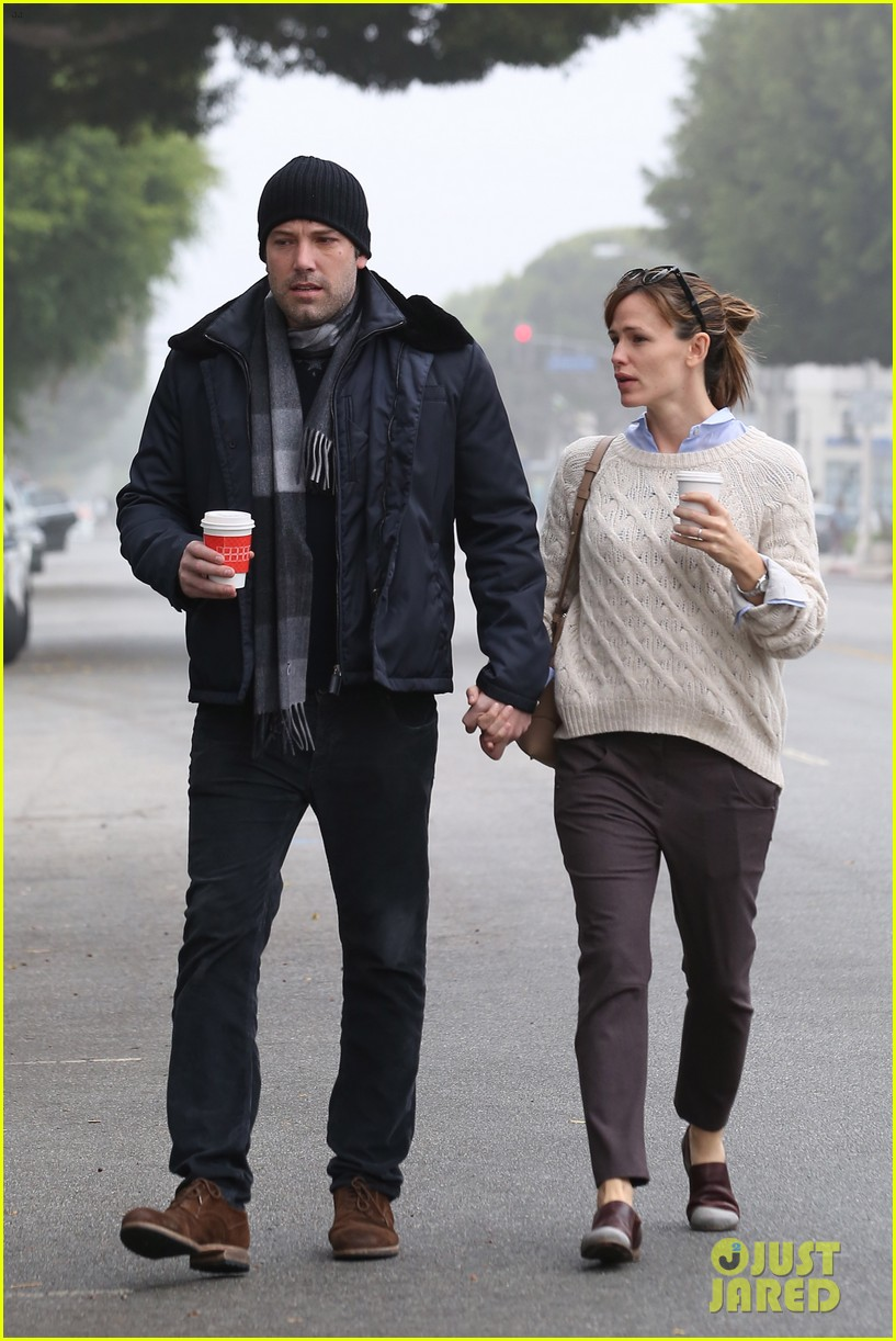 ben affleck jennifer garner hold hands for coffee run 082981384