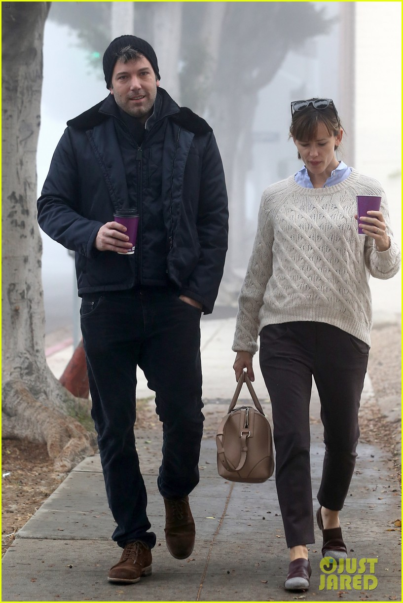ben affleck jennifer garner hold hands for coffee run 092981385