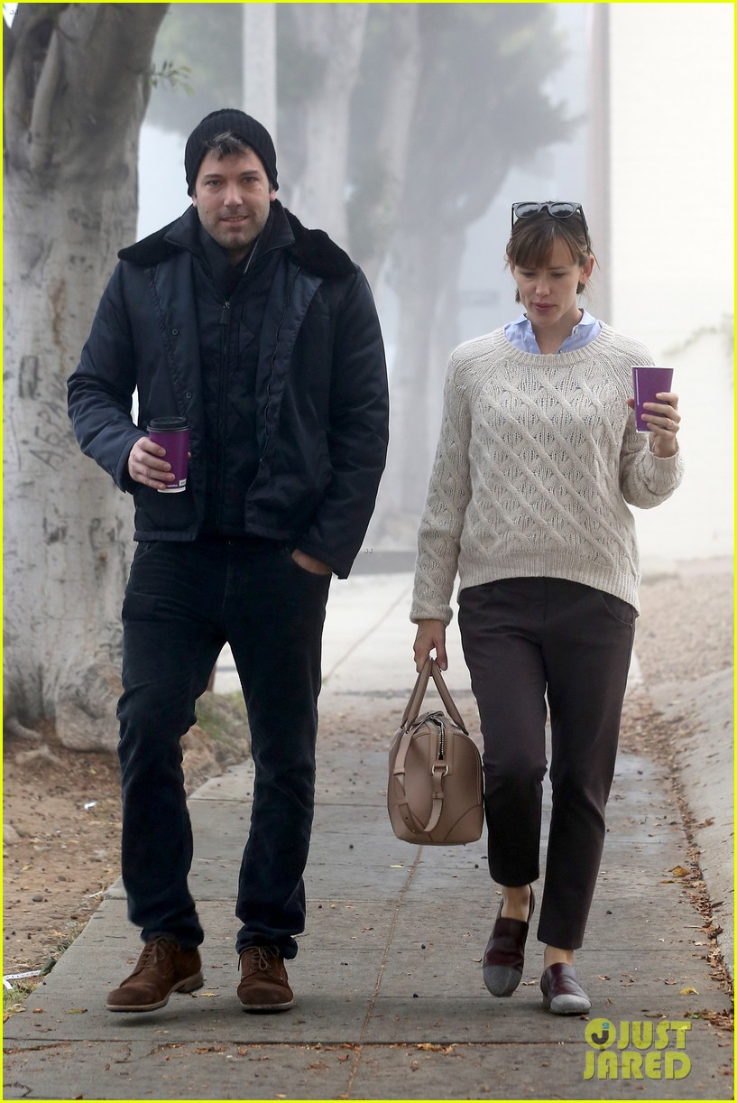ben affleck jennifer garner hold hands for coffee run 102981386