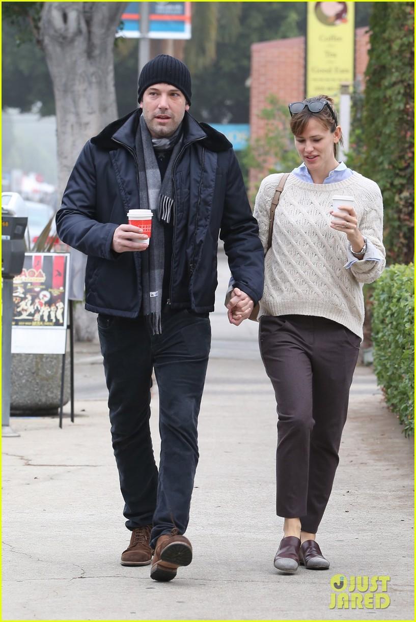 ben affleck jennifer garner hold hands for coffee run 112981387