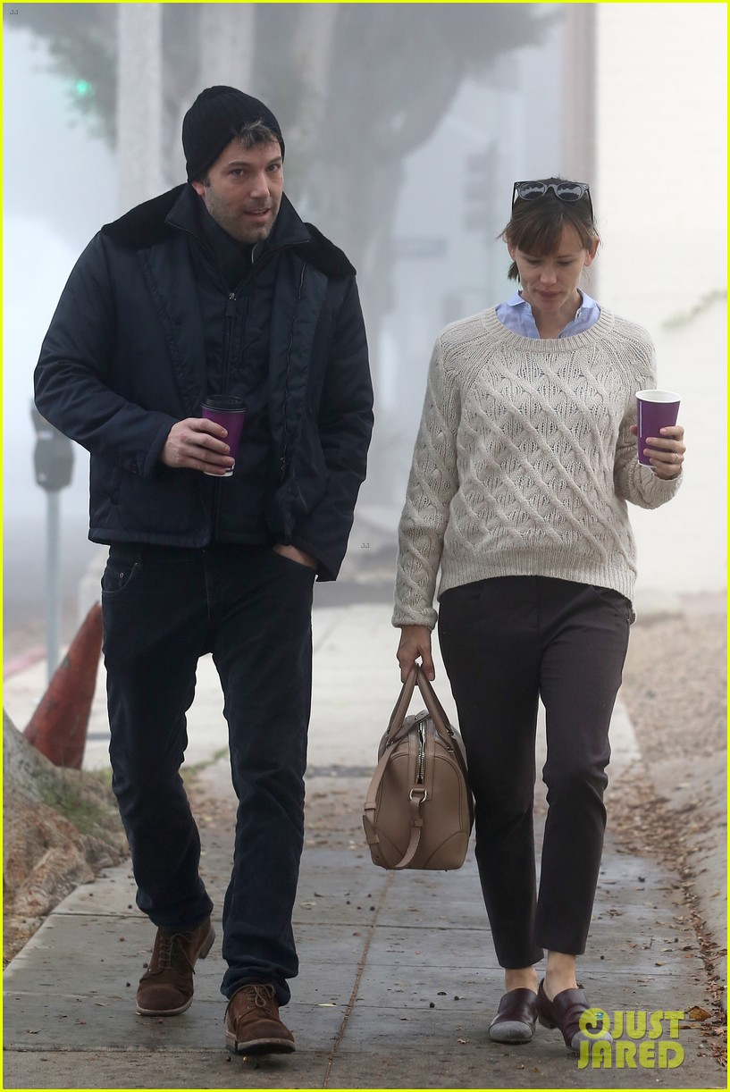 ben affleck jennifer garner hold hands for coffee run 12
