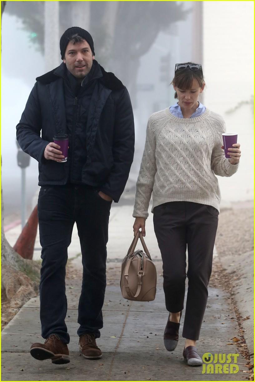 ben affleck jennifer garner hold hands for coffee run 132981389