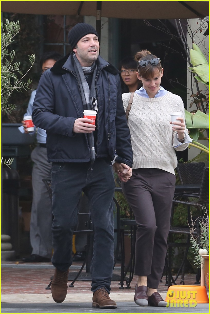 ben affleck jennifer garner hold hands for coffee run 142981390