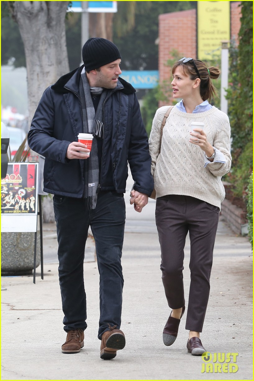 ben affleck jennifer garner hold hands for coffee run 162981392