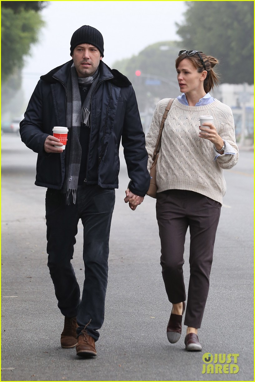 ben affleck jennifer garner hold hands for coffee run 172981393