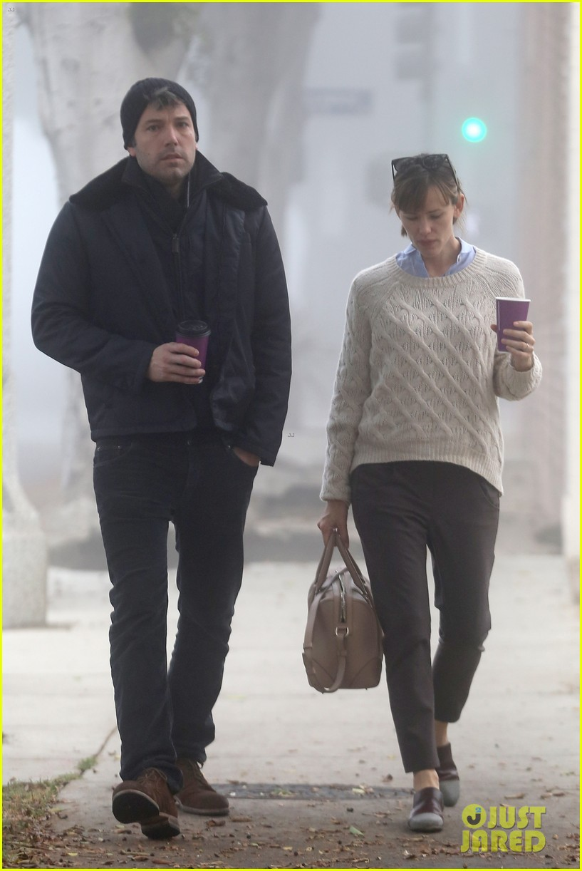ben affleck jennifer garner hold hands for coffee run 192981395