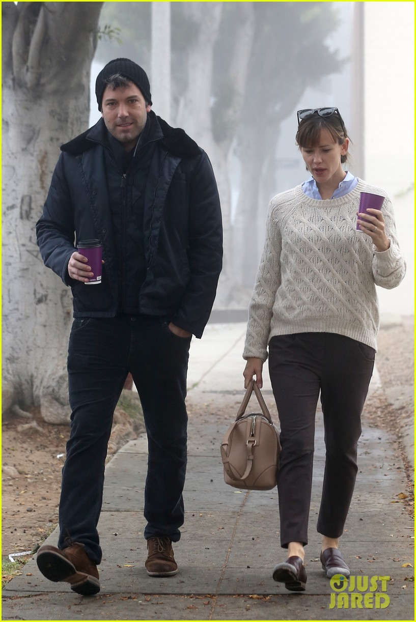 ben affleck jennifer garner hold hands for coffee run 212981397