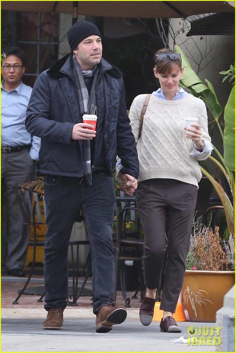 ben affleck jennifer garner hold hands for coffee run 222981398