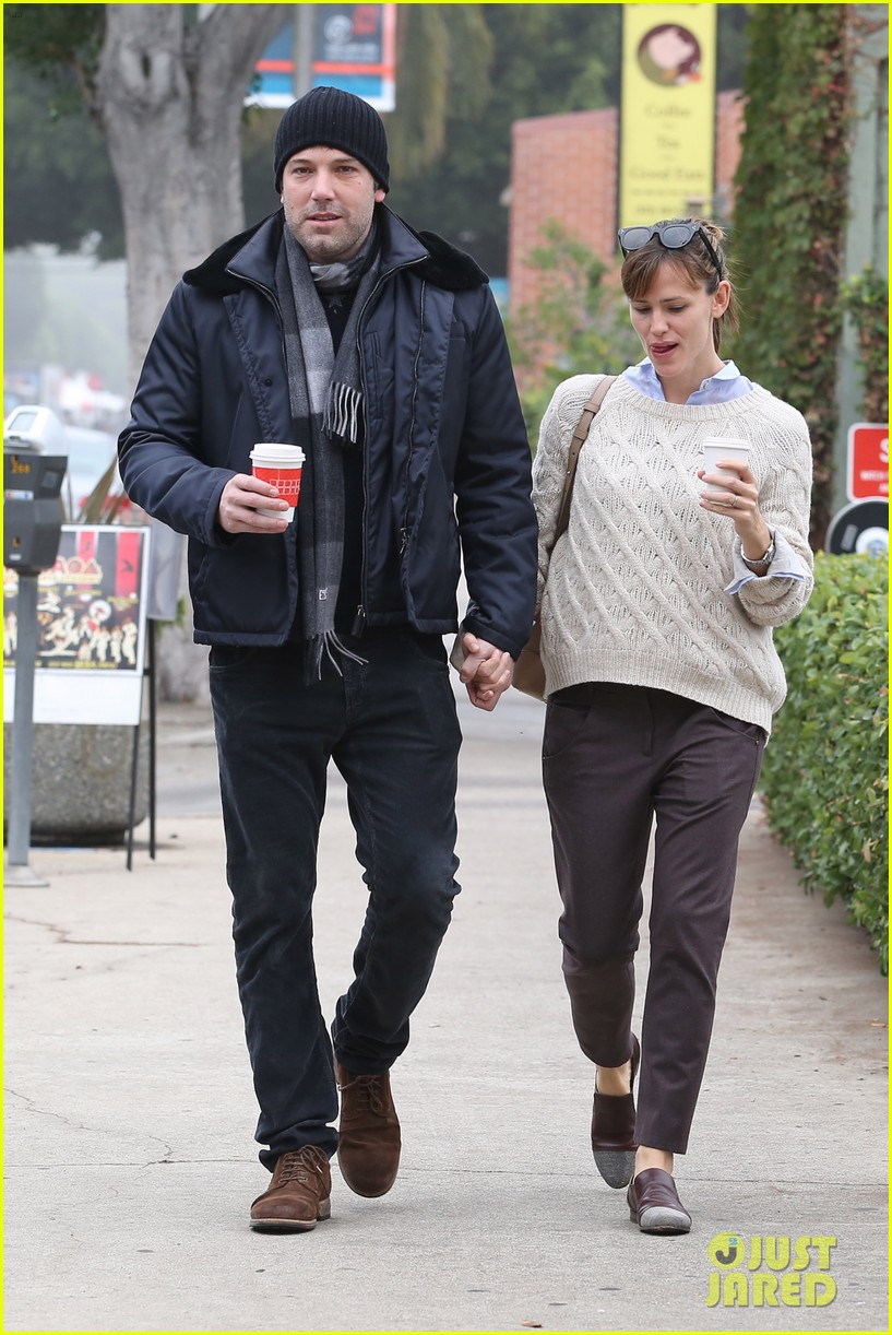 ben affleck jennifer garner hold hands for coffee run 232981399