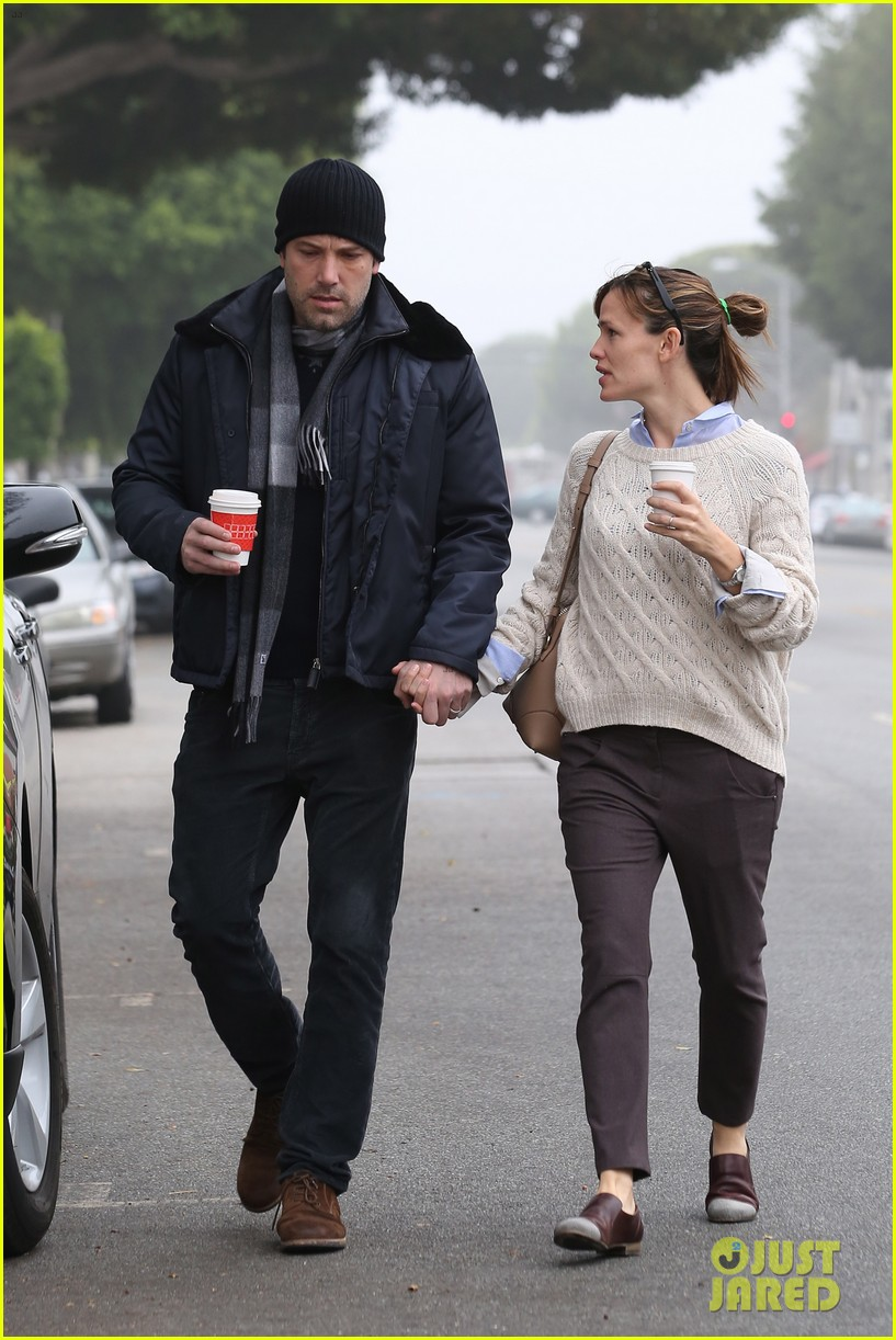 ben affleck jennifer garner hold hands for coffee run 25