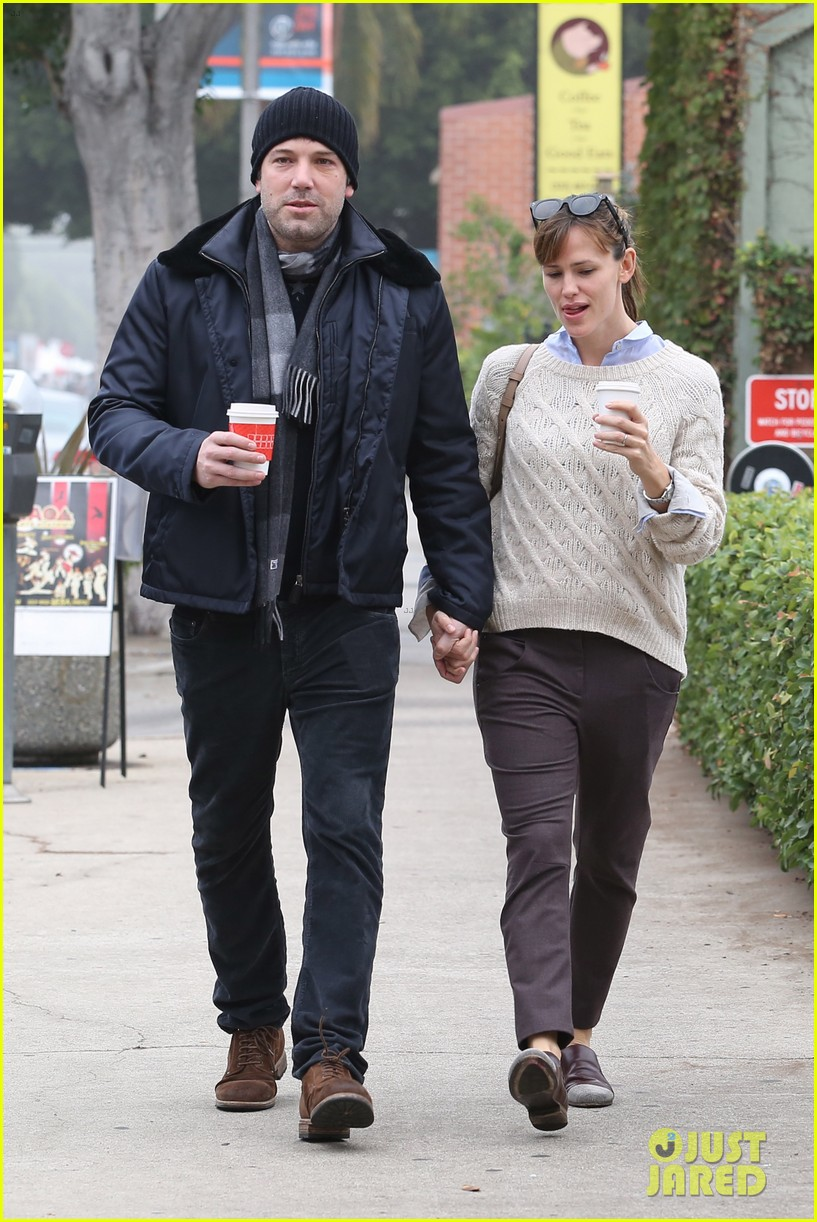 ben affleck jennifer garner hold hands for coffee run 282981404