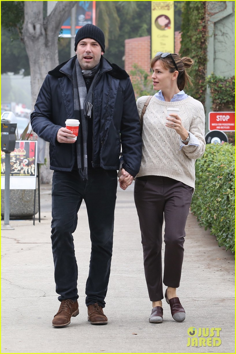 ben affleck jennifer garner hold hands for coffee run 292981405