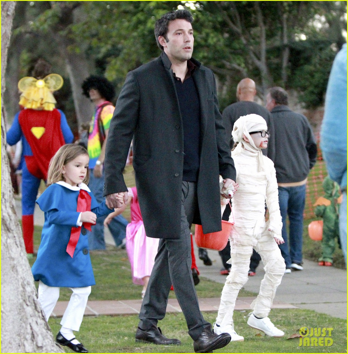 ben affleck jennifer garner halloween trick or treating 032983872