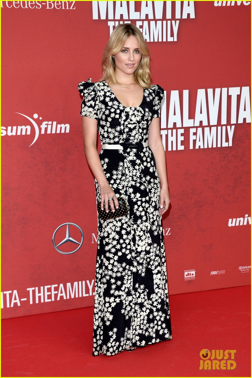 dianna agron michelle pheiffer family germany premiere 01