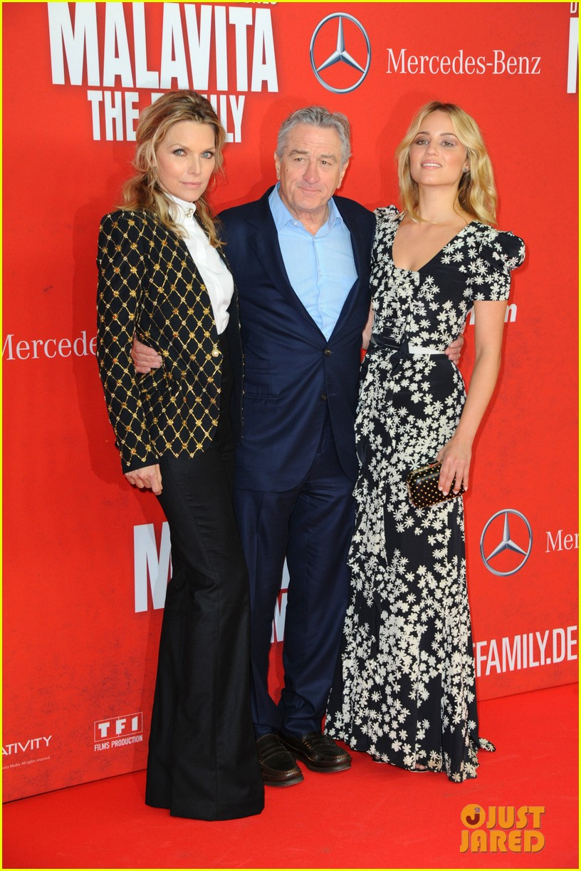 dianna agron michelle pheiffer family germany premiere 082972476