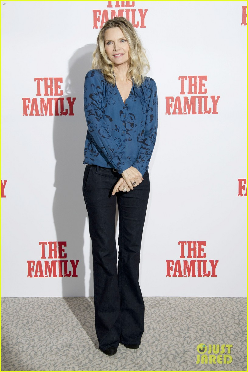 dianna agron michelle pfeiffer family london photo call 03
