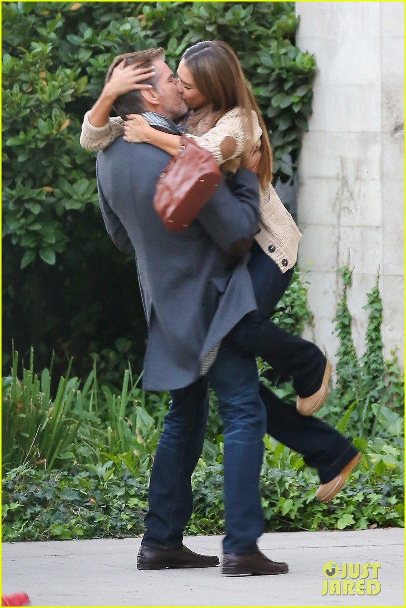 jessica alba passionately kisses pierce brosnan for movie 122983294
