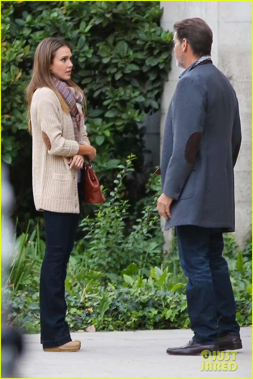 jessica alba passionately kisses pierce brosnan for movie 132983295