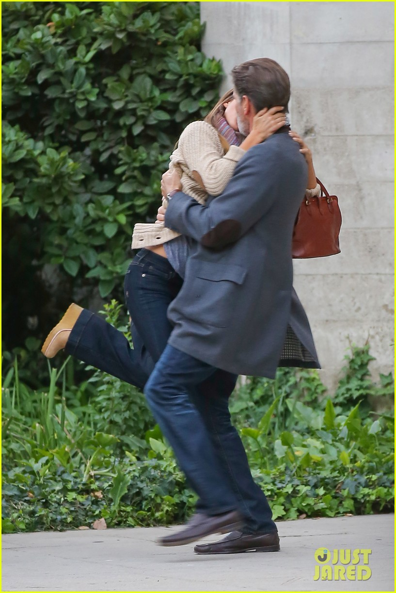 jessica alba passionately kisses pierce brosnan for movie 182983300