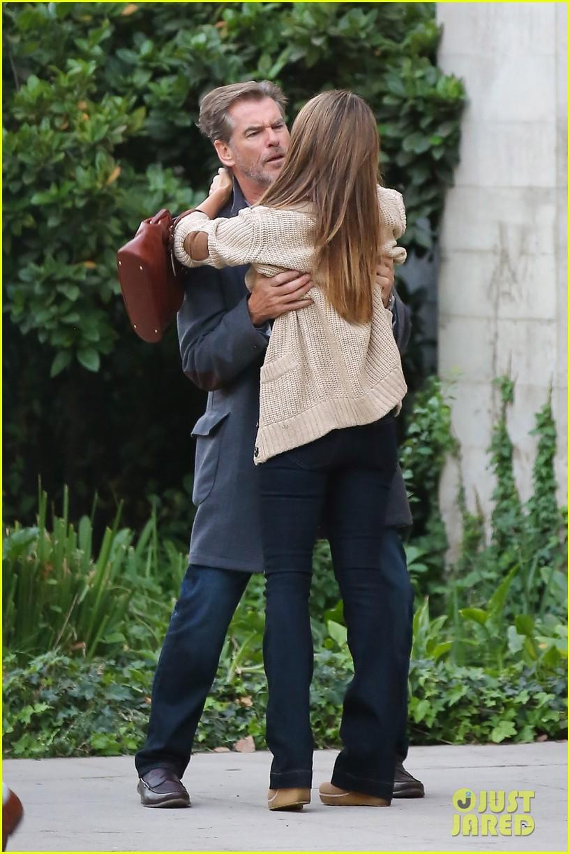 jessica alba passionately kisses pierce brosnan for movie 212983303