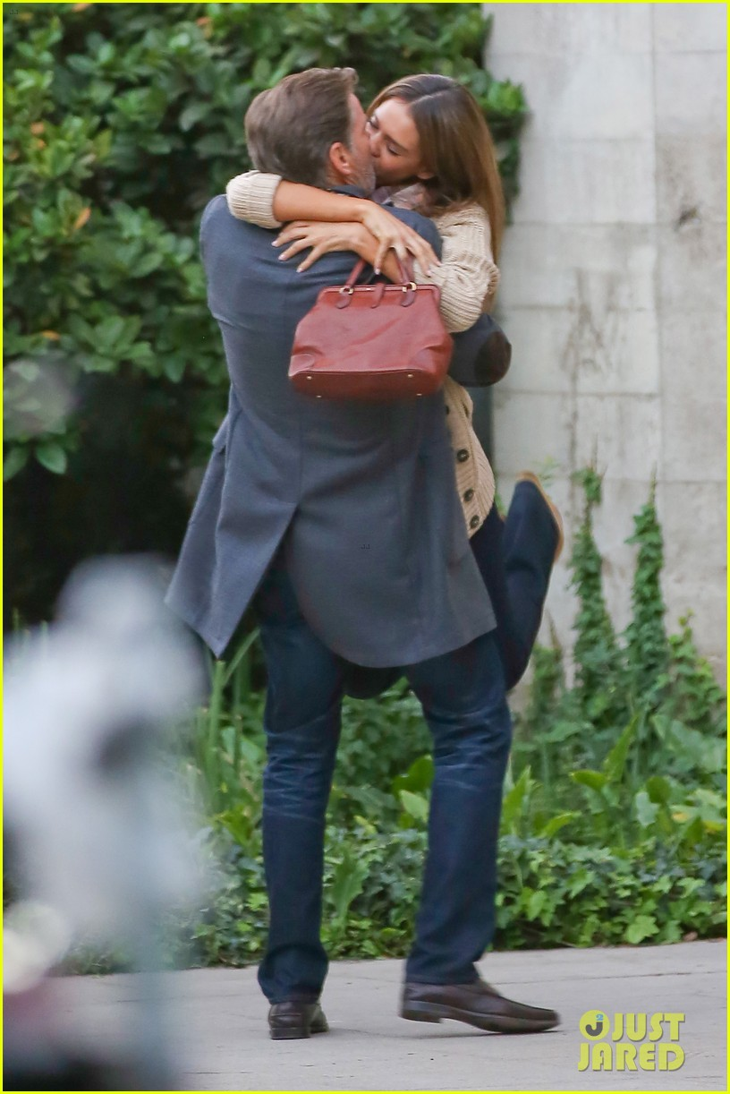 jessica alba passionately kisses pierce brosnan for movie 222983304