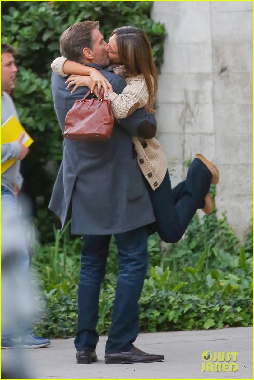jessica alba passionately kisses pierce brosnan for movie 232983305