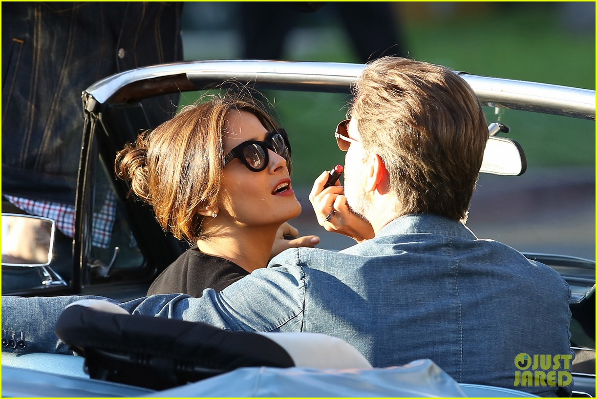 jessica alba passionately kisses pierce brosnan for movie 282983310