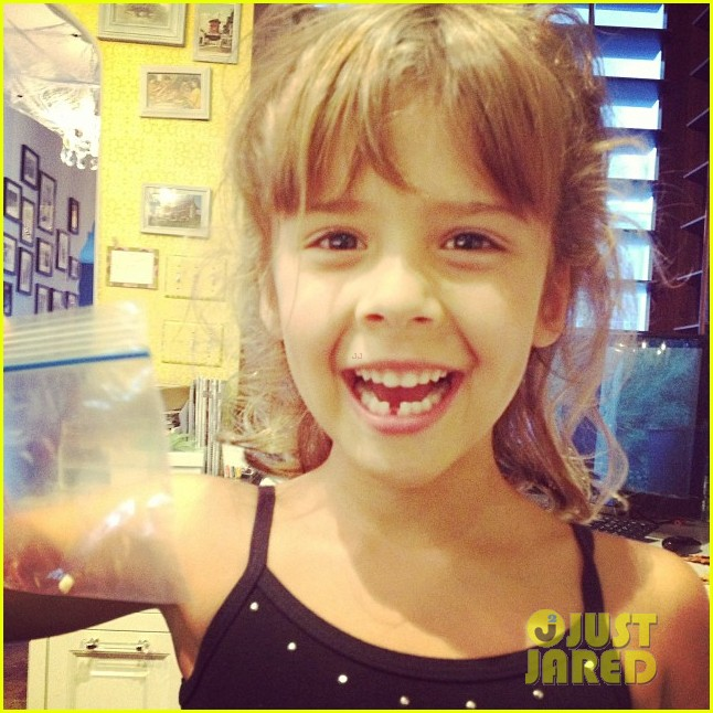 jessica albas daughter honor loses first tooth 022972958