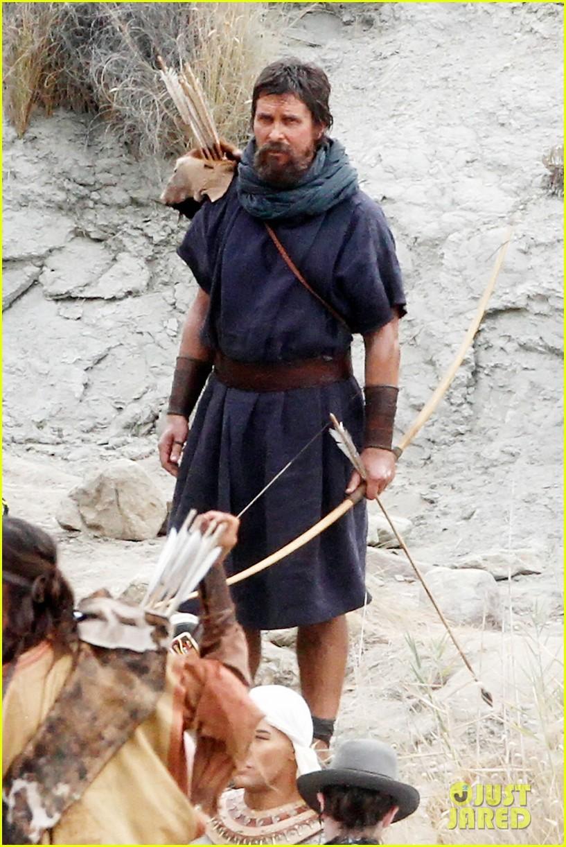 christian bale rocks beard wears tunic for exodus 012977057