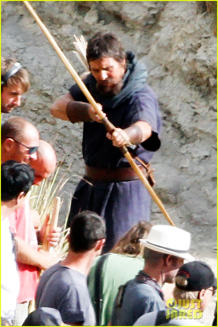 christian bale rocks beard wears tunic for exodus 15