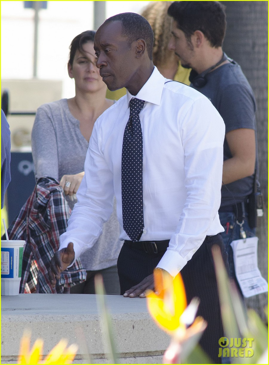 kristen bell films house of lies alongside don cheadle 102968334