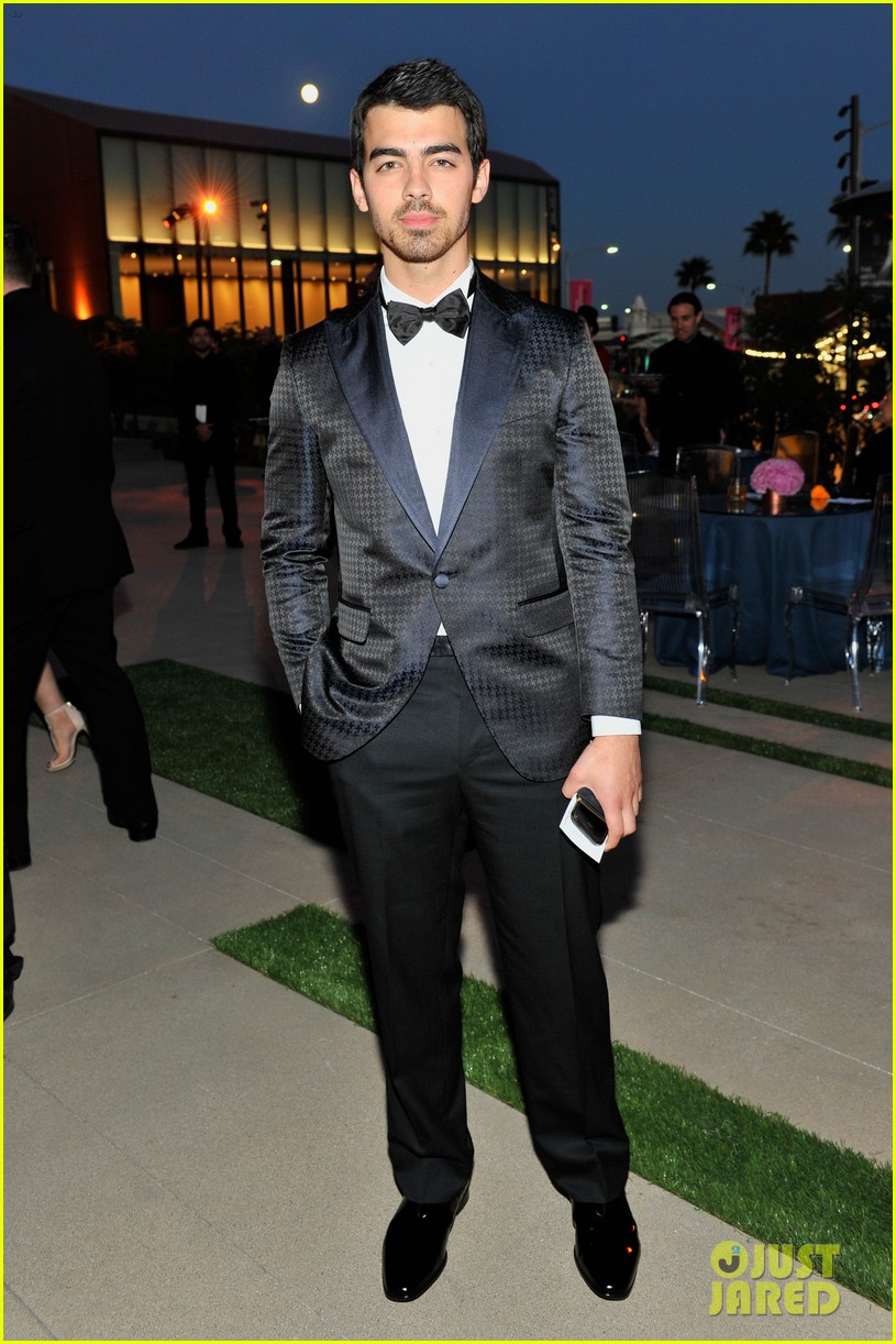 camilla belle joe jonas reunite at annenberg center gala 05
