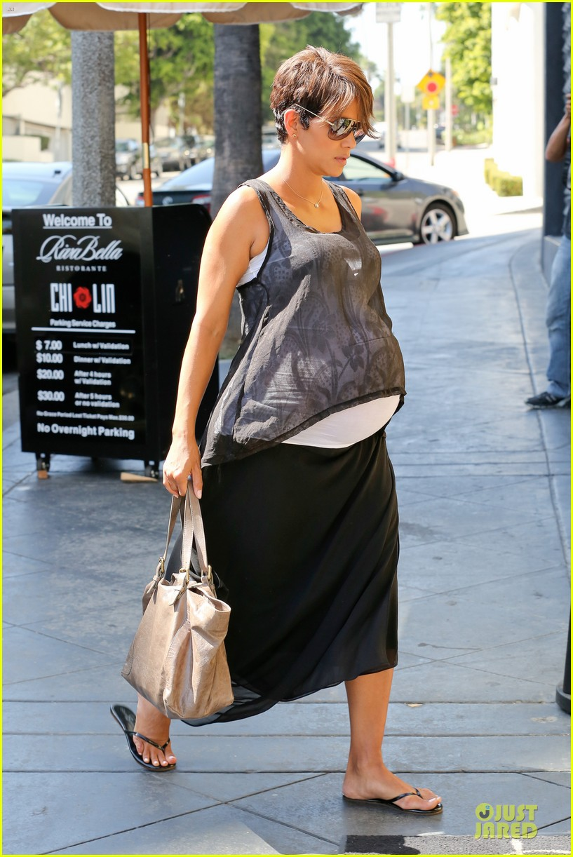 halle berry rivabella ristorante lunch after extant news 012966125