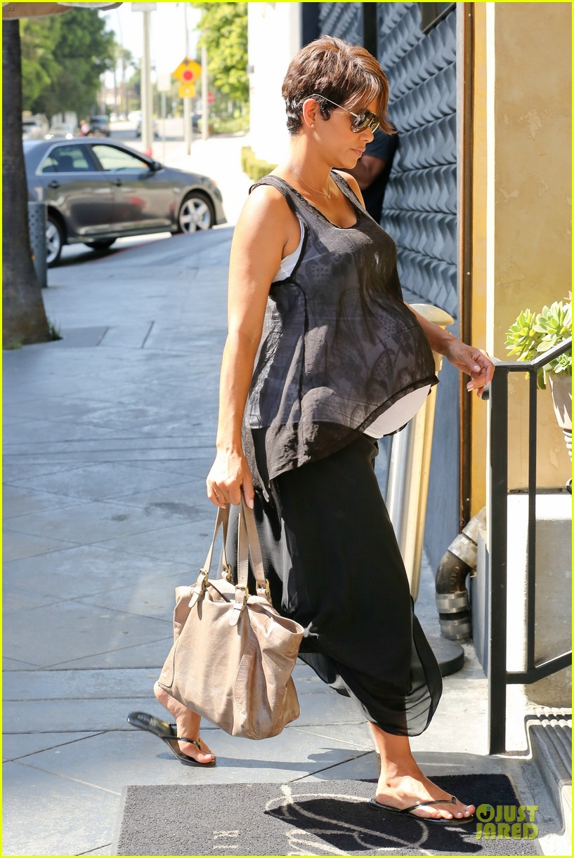 halle berry rivabella ristorante lunch after extant news 062966130