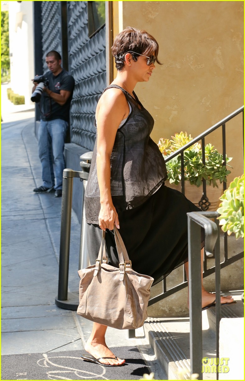 halle berry rivabella ristorante lunch after extant news 112966135