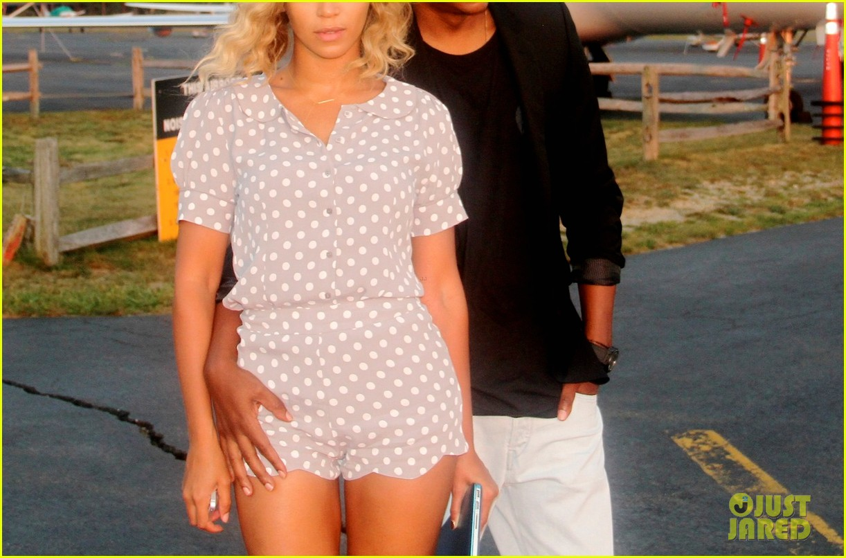 beyonce blue ivy play peek a boo in new tumblr pics 032974544