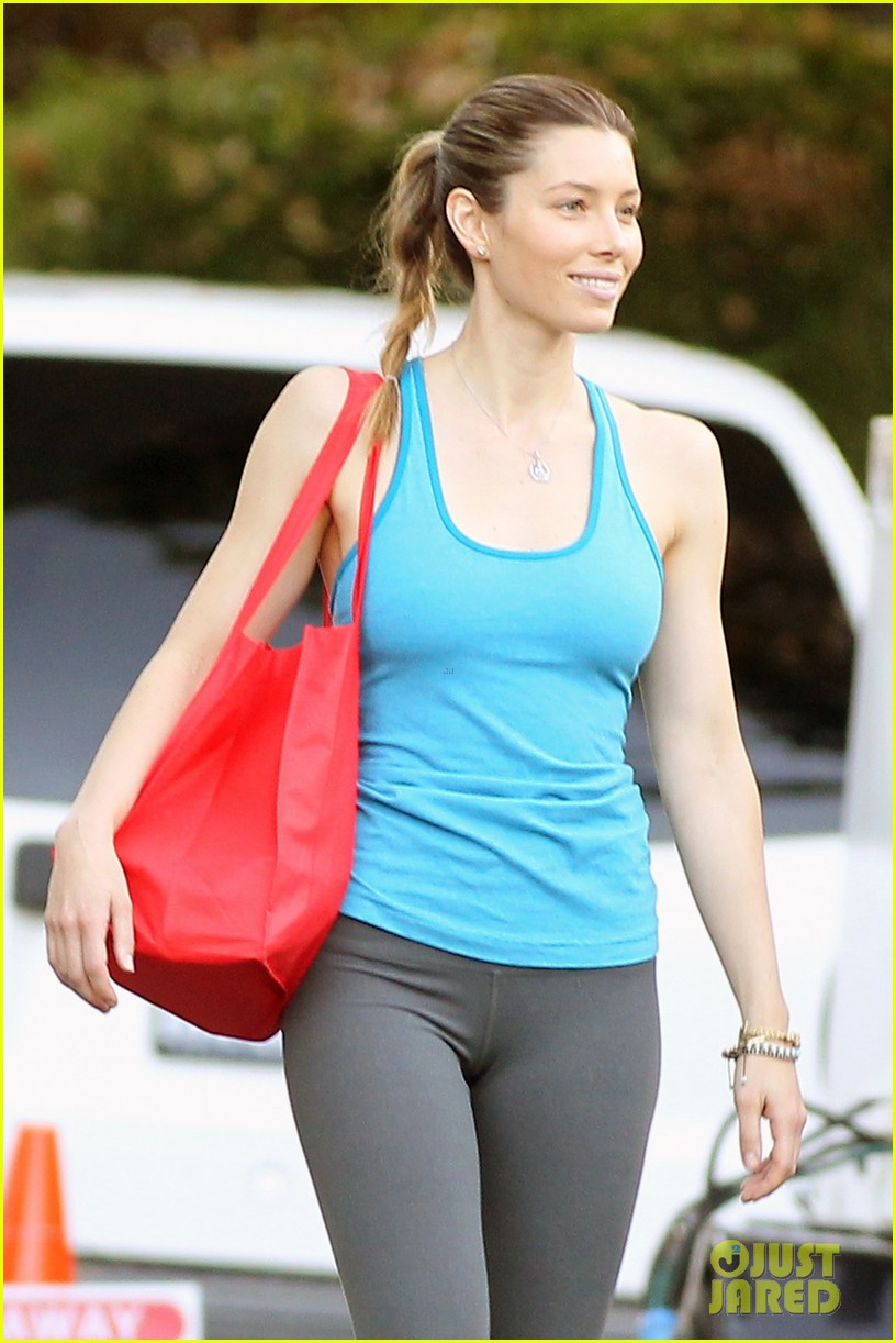 jessica biel big fan of brothers eco accessories line 02