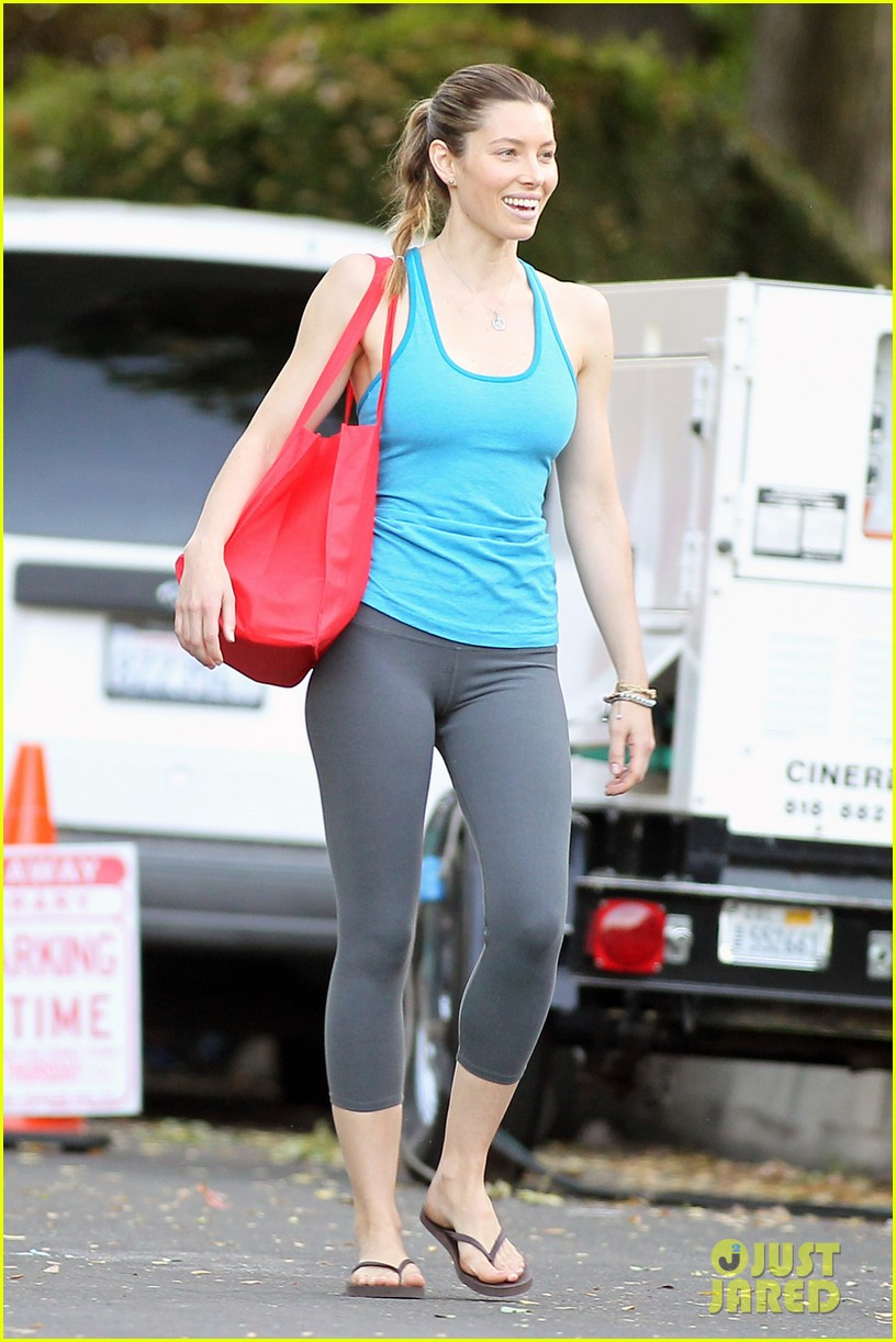 jessica biel big fan of brothers eco accessories line 032973662