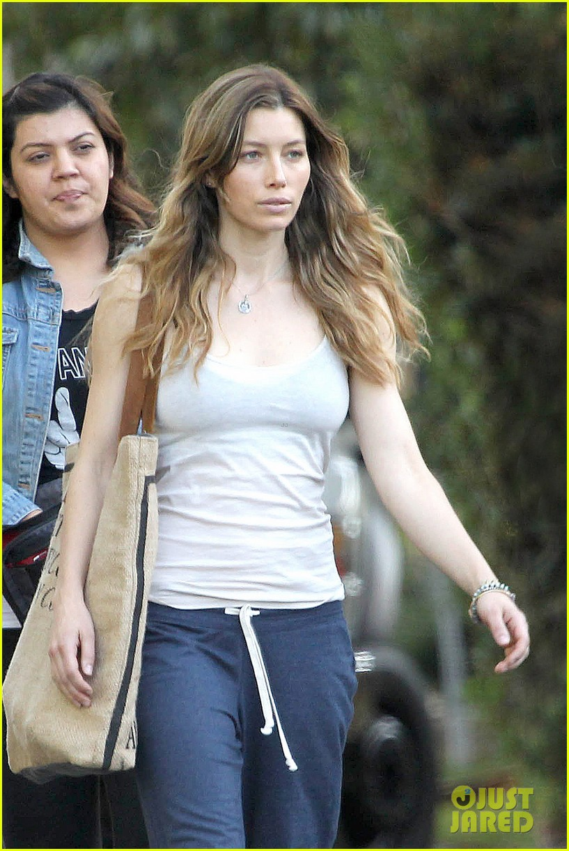 jessica biel shows svelte figure in tiny tank for shiva may 042974424