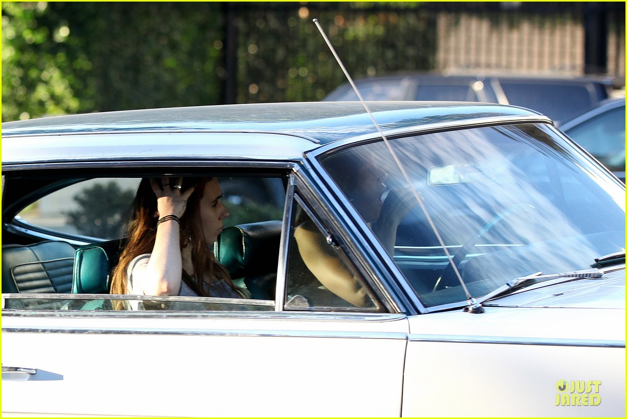 jessica biel zosia mamet car scenes on shiva may set 042977496
