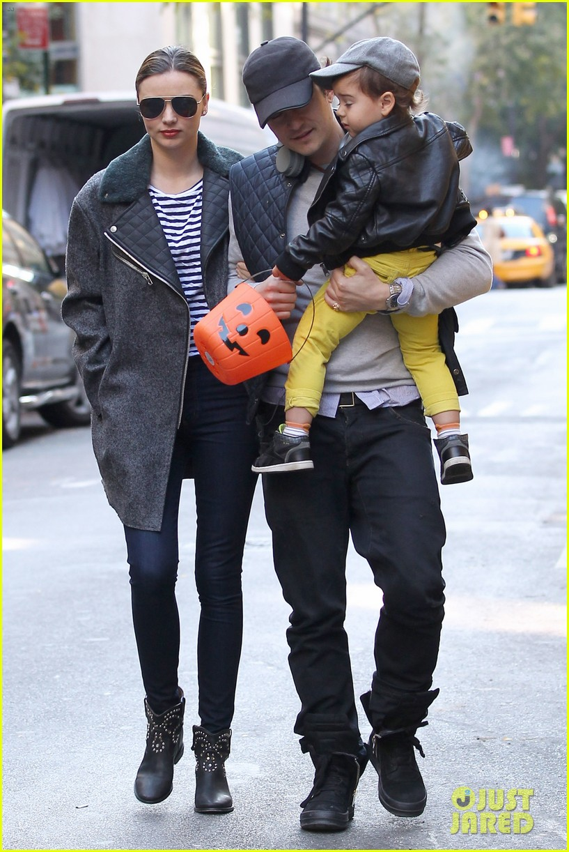 orlando bloom miranda kerr happy halloween with flynn 052981764