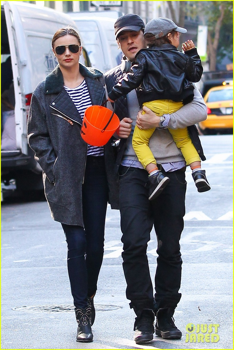orlando bloom miranda kerr happy halloween with flynn 132981772
