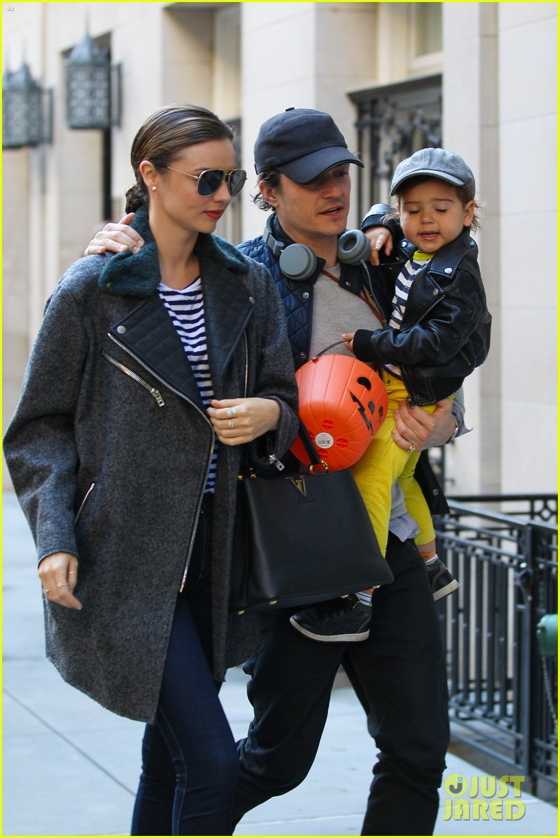 orlando bloom miranda kerr happy halloween with flynn 142981773