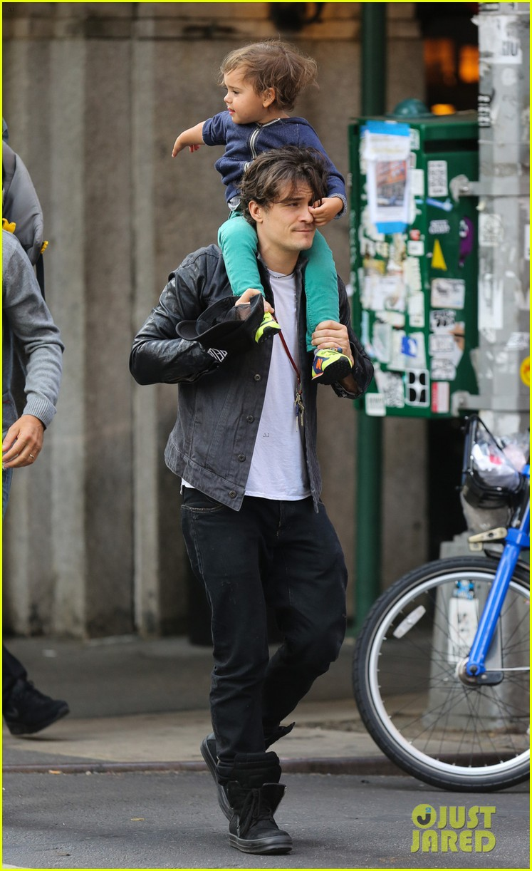 orlando bloom gets his nose picked by son flynn 012971911