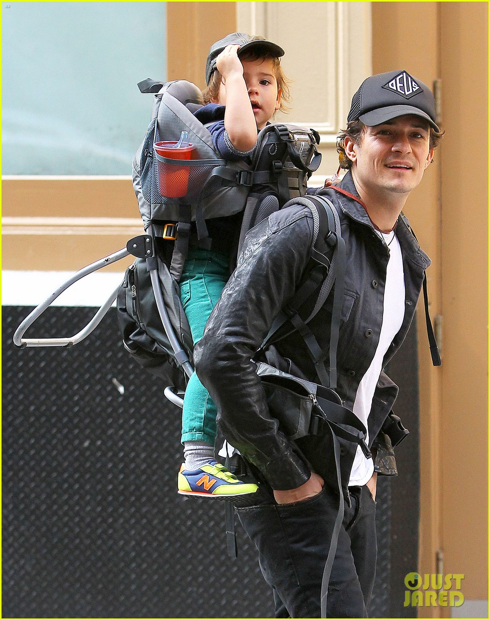 orlando bloom gets his nose picked by son flynn 022971912